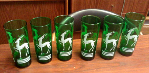 Set of drinking glasses.