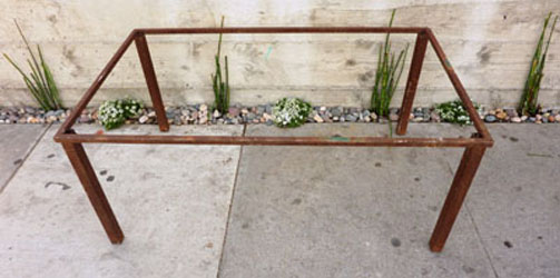 Industrial style coffe table w rust patina.